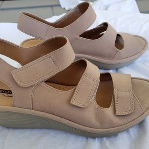 Clarks Collection Soft Cushion Wedge Sandals Sz9.5